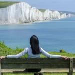 femme seule devant un beau paysage- images gratuites