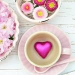 coeur rose et des fleurs