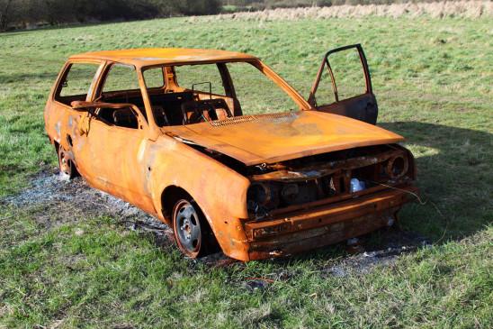 épave de voiture brulée accident