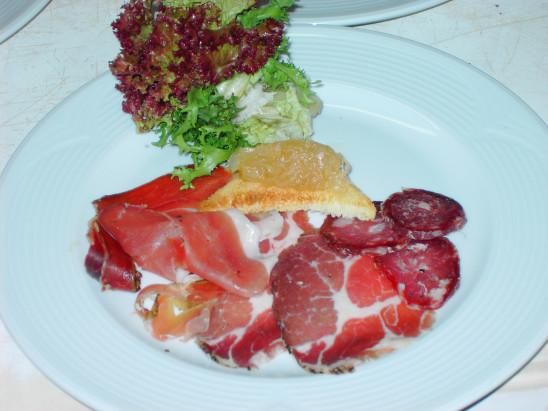 assiette charcuterie jambon saucisson