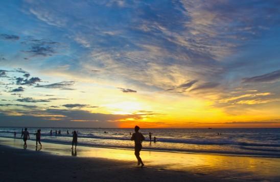 courir au bord de la mer