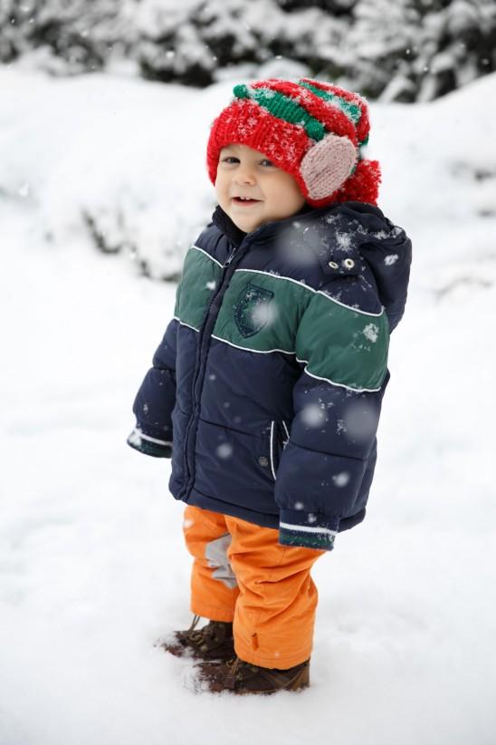 enfant bébé neige montagne hiver