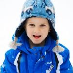 enfant petit garçon neige hiver bonnet