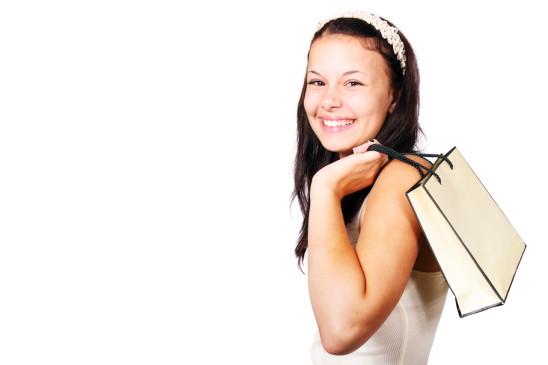 jeune fille ado adolescente sac à main heureuse
