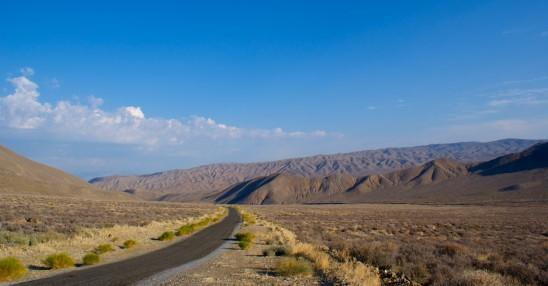 route au milieu du désert