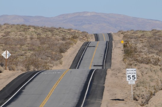 route traversant le désert