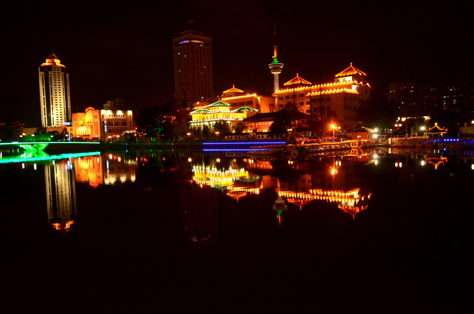 Ville city de nuit paysage images gratuites et libres de for Piscine eclairee la nuit
