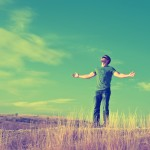 homme paysage champ campagne libre liberte heureux images photos gratuites