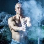 homme torse nu musclé sportif fumée images photos gratuites