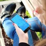 jeune fille et une téléphone portable smartphone images photos gratuites