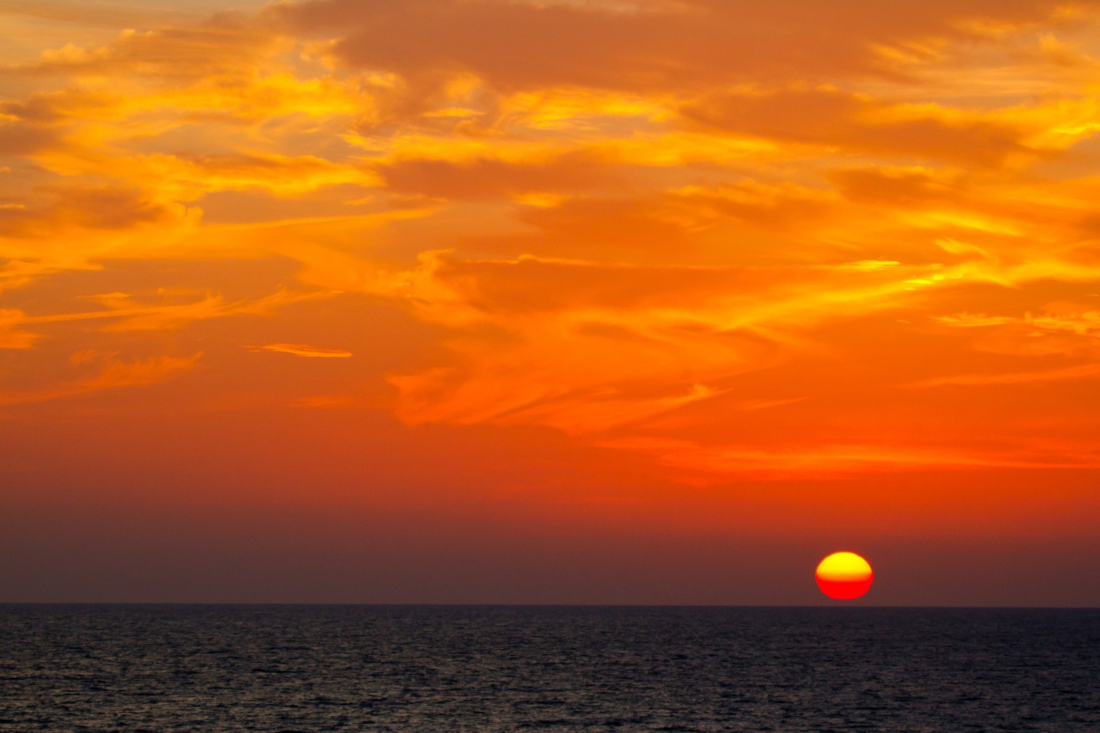 Beau coucher de soleil plage mer oc an sunset fond d for Images gratuites fond ecran mer