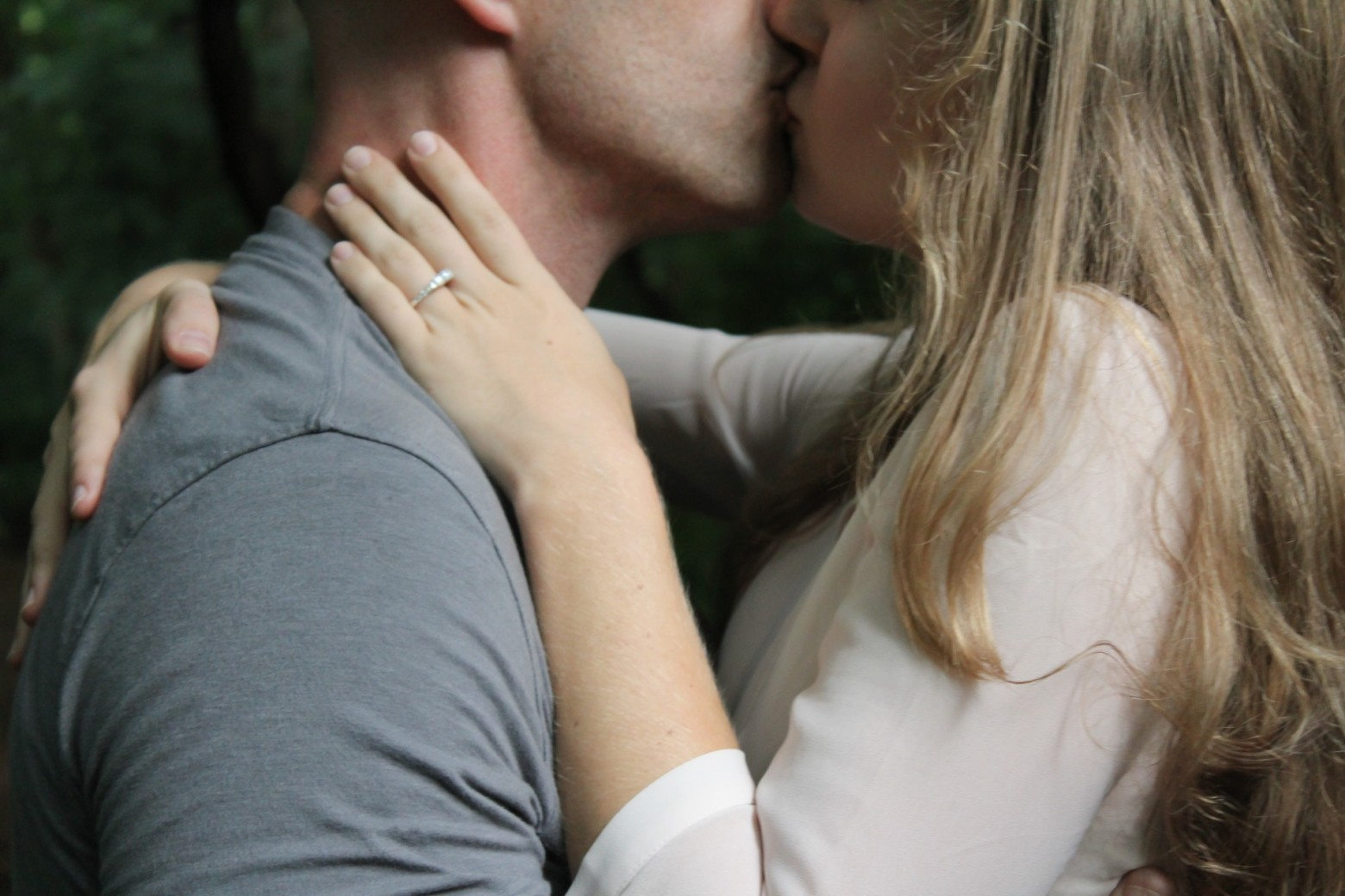 Image D Amoureux Qui S Embrasse couple amoureux qui s' embrasse photos gratuites | images gratuites