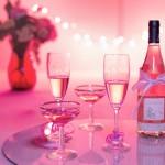 table romantique fête vin roses