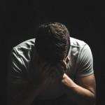 homme qui pleure – images gratuites