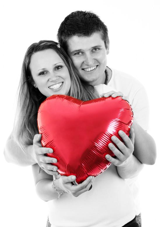 couple adolescent amoureux jeune femme et jeune homme
