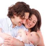 couple homme femme bébé famille heureux