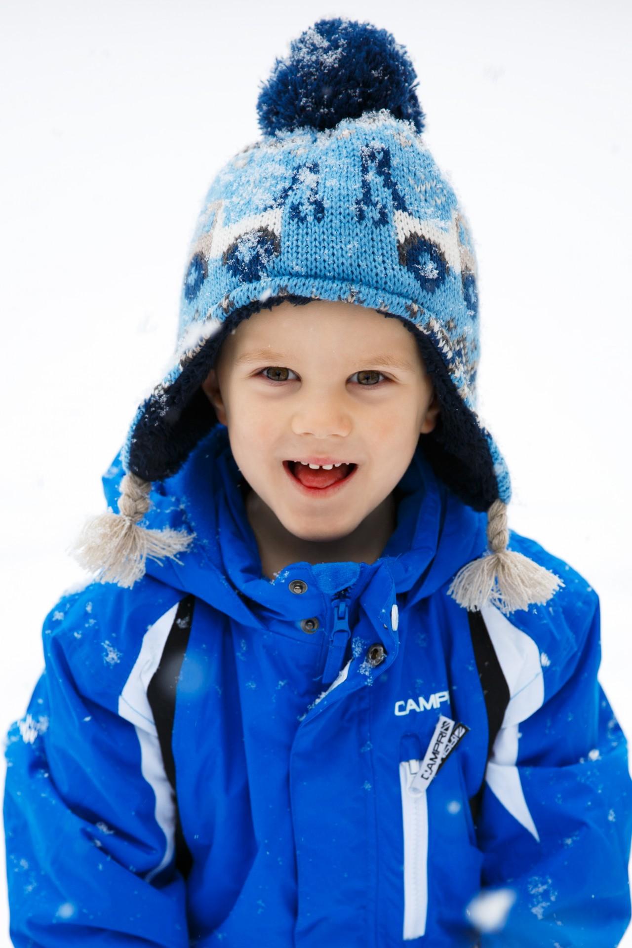 Super portrait enfant petit garçon neige hiver bonnet froid hiver IG-95