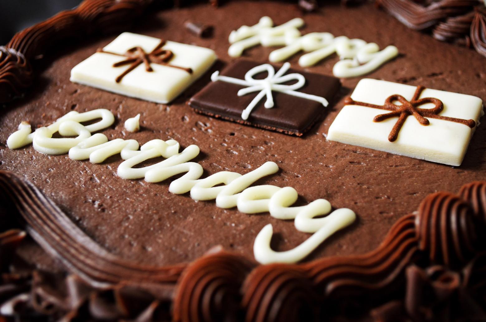 Gateau Au Chocolat Joyeux Anniversaire Chocolat Happy Birthday