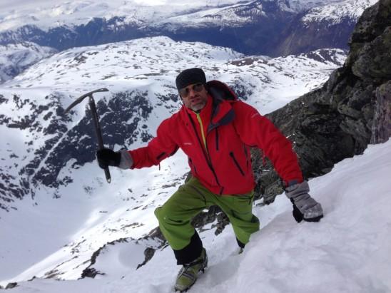 homme ski neige montagne escalade