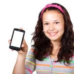 jeune femme brune smartphone