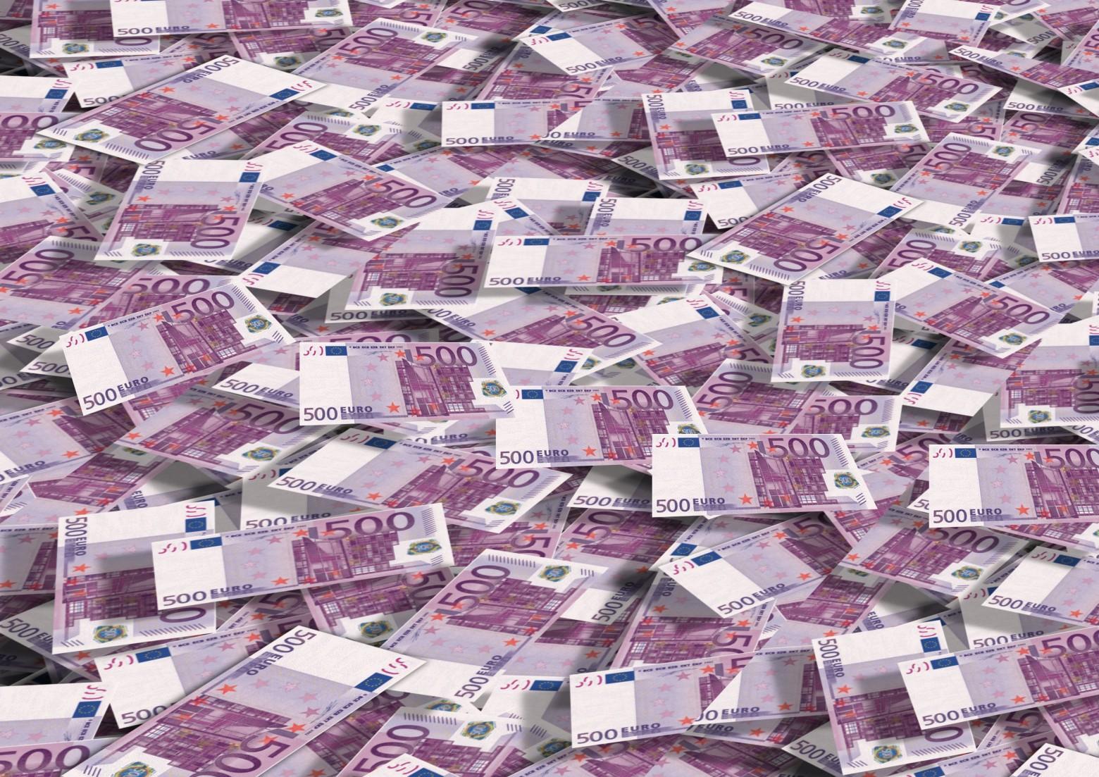 https://fotomelia.com/wp-content/uploads/edd/2015/05/billet-de-500euros-arrière-plan-riche-richess-jackpot-images-photos-gratuites-1560x1103.jpg