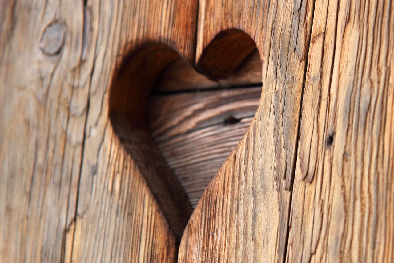 Coeur sculpt grav sur le bois images photos gratuites images gratuites et libres de droits - Images coeur gratuites ...