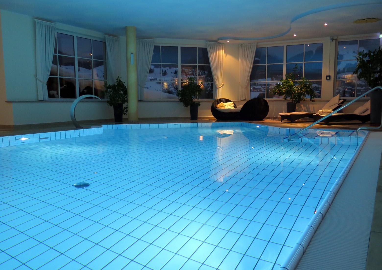 maison moderne design intérieur luxe piscine images photos gratuites ...