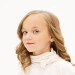 petit fille fillette modéle enfant blonde yeux bleus images photos gratuites