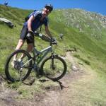 un homme en vélo de montagne sport images photos gratuites