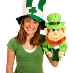 une jeune femme déguisée et une marionnette ventriloque images photos gratuites
