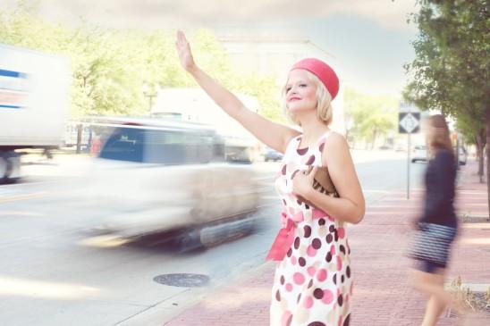 femme blonde route trafic voiture auto stop images photos gratuites