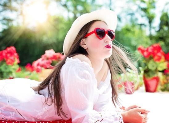jeune femme posant mode beauté  images gratuites