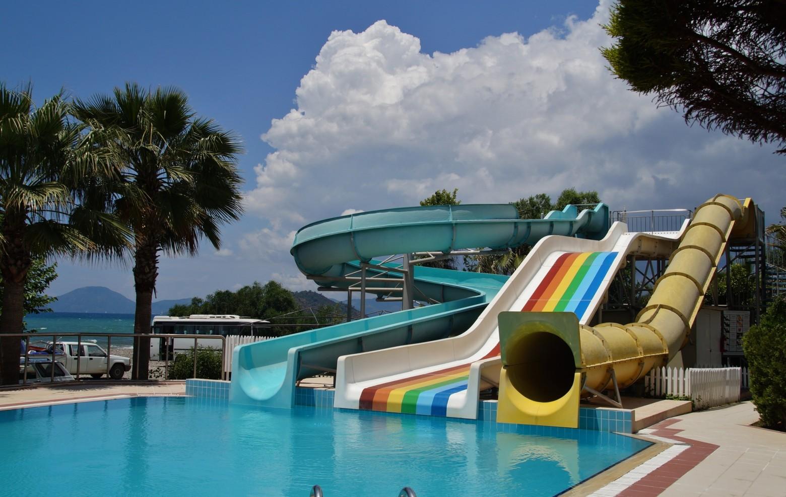 Jeux de plein air piscine toboggan t images photos for Piscine argenteuil