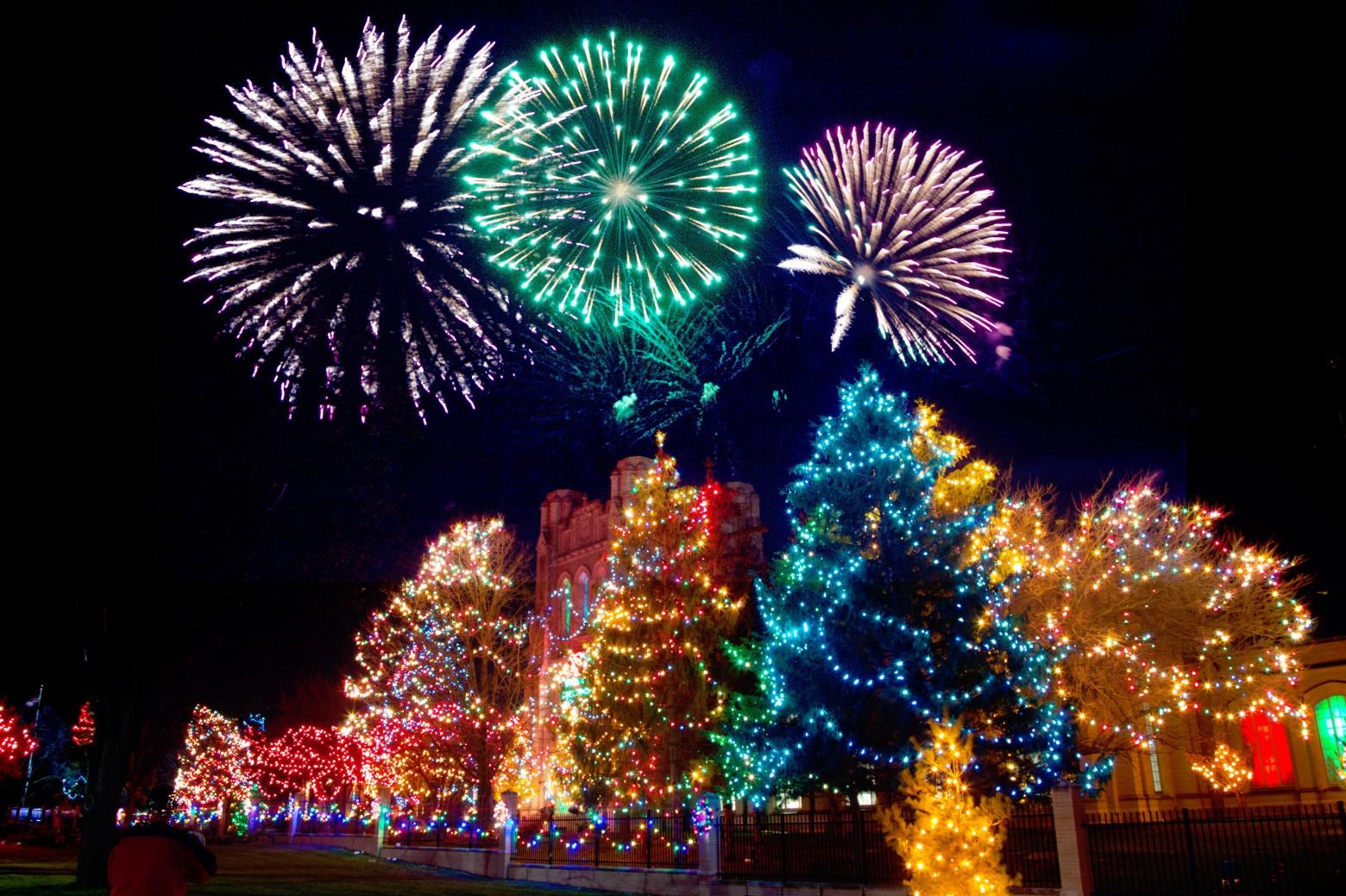 images de noel gratuites à télécharger fête de noel sapin feu d' artifice nuit nouvel an photos gratuites  images de noel gratuites à télécharger