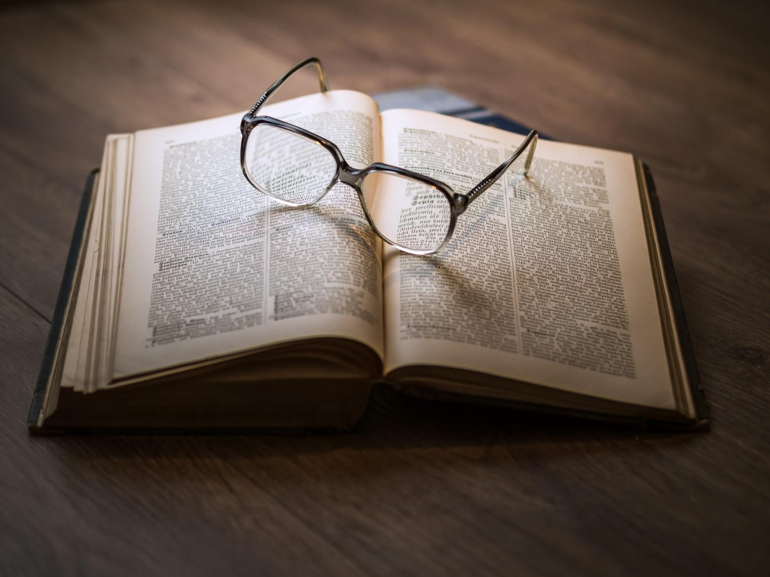 """Résultat de recherche d'images pour """"lunette livre"""""""